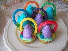 Easter Basket cupcakes.  hahahah how many mom would i piss off if i made these for the boys party at school. do it..