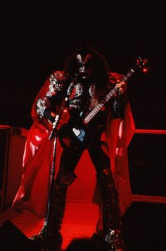 KISS Dynasty tour Finally found my collection from the 1979 show Beautiful pictures from a great show A great stage set up. Clean and smo. Stage Set, Beautiful Pictures, Kiss, Punk, Tours, Concert, Collection, Style, Fashion