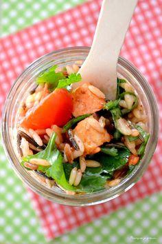 Salad in a jar : poulet aux épices tandoori, tomates séchées, coriandre & trio de riz.