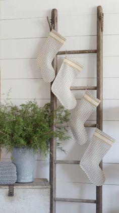 Elegant decorating ideas for white christmas 21 - GODIYGO.COM