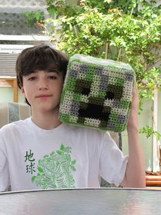 Minecraft Creeper Crochet  My Isaac is a big fan of minecraft.  This would be a fun pattern to try for his birthday!