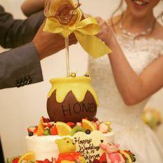 カラードリップケーキの演出をより華やかに魅せるポイント   marry[マリー] Lemon Layer Cakes, Winnie The Poo, Disney Cakes, Drip Cakes, Cupcake Cookies, Cake Decorating, Wedding Cakes, Food And Drink, Anniversary
