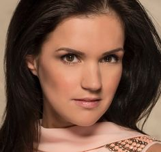 Marly van der Velden 06-01-1988 Nederlandse actrice die vooral bekend is geworden door de rol die ze speelt sinds 2005 tot heden in de soap Goede tijden, slechte tijden.  https://youtu.be/7GNtZo_Hv7E