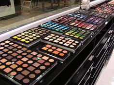 INGLOT Cosmetics is one of the world's leading manufacturers of colour cosmetics. Choose from a large selection of professional quality makeup must-haves for all. Beauty Bar, My Beauty, Beauty Nails, Beauty Makeup, Hair Beauty, Beauty Stuff, Hair Makeup, Inglot Palette, Inglot Makeup