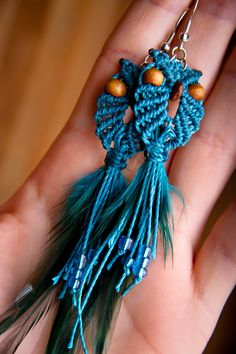 Owl earrings with feathers / Boucles par creationsmariposa sur Etsy, $20,00