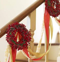 winter christmas holiday decor: christmas staircase decorating with mini wreaths and ribbon Christmas Stairs Decorations, Christmas Staircase, Diy Christmas Garland, Noel Christmas, Holiday Wreaths, Christmas Crafts, Christmas Ideas, Xmas Stairs, Christmas Messages