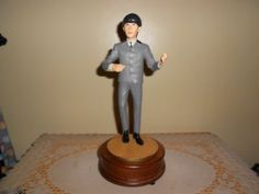 "Beatles George Harrison figurine 1991 Apple Corp Hamilton Gifts Limited Edition 62 of 7,500 11 inches total. Figurine 9"". Round wooden base 2"""
