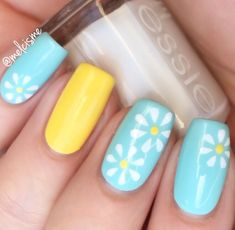 daisy nails - perfect for spring