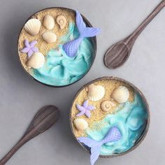 These Smoothie Bowls From A Are Almost Too Pretty To Eat - I can barely make myself breakfast, and this teen is killing the game. Smoothie Bowl, Smoothie Fruit, Smoothie Recipes, Food Design, Cute Food, Yummy Food, Cute Baking, Raw Cake, Aesthetic Food