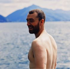 Sam Smith in Italy - May 2018 San Smith, Frederick Smith, Singer Sam Smith, High And Tight Haircut, Uk Singles Chart, Bearded Men, Hairy Men, Celebs, Celebrities