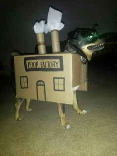 The poop factory doggy Funny Animal Pictures, Funny Animals, Cute Animals, Funny Photos, Funny Images, Animals Dog, Wild Animals, Dog Halloween Costumes, Pet Costumes