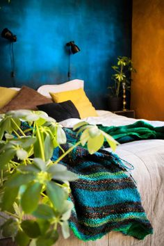 Botanical bedroom with balcony, colorful walls and industrial lighting - Renovation Botanical Bedroom, Mineral Paint, Industrial Lighting, Wall Colors, Chalk Paint, Balcony, Walls, Colorful, Urban