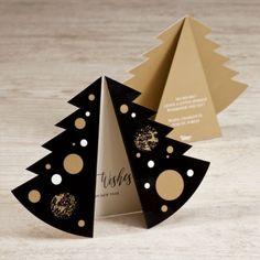 Dit uniek kerstboom nieuwjaarskaartje is een echte eyecatcher! Door de speciale vouwwijze is dit kaartje heel bijzonder. De tinten goud, zwart en wit vormen een erg feestelijke combinatie. Ideaal om jouw vrienden en familie je allerbeste wensen voor het nieuwe jaar te sturen!