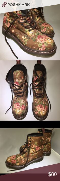 Floral Dr Martens Like New!!! I used 2 times, because they didn't fit me. Style vintage😉 No🅿️🚫 No trades🚫 Use the button to offers😁 Dr. Martens Shoes Combat & Moto Boots
