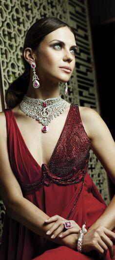 Indian Jewelry and Clothing: Wonderful bridal jewelry from Khurana Jewelers. Pakistani Bridal, Indian Bridal, Beauty And Fashion, Womens Fashion, Female Fashion, Bridal Fashion, Gq, Glamour, Indian Jewelry