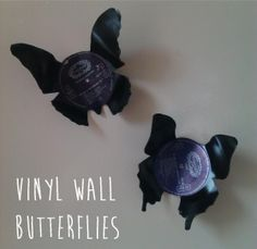 Vinyl Wall Butterflies made with old records! Records Diy, Old Vinyl Records, Design Studio Office, Recording Studio Design, Vinyl Record Crafts, Vinyl Crafts, Home Studio Music, Craft Free, Butterfly Wall