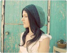 A free slouchy hat crochet pattern! :D