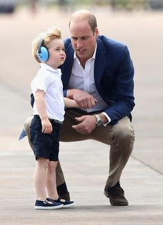 6c2d9f51df2cd Prince George Is THE Cutest While Catching a Helicopter Ride With His Mom  and Dad