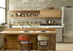 zen kitchen design and simple kitchen designs accompanied by amazing views of your home kitchen and chic decoration 2 - Chic Zen Interior Design Zen Kitchen, Loft Kitchen, Japanese Kitchen, Kitchen Dining, Kitchen Island, Minimal Kitchen, Smart Kitchen, Kitchen Cabinetry, Kitchen Shelves