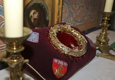 Jesus Christ's 'Crown of Thorns' Put on Display at Notre Dame Cathedral (PHOTOS)