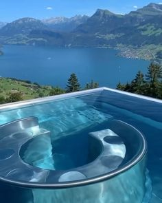 The best infinity pool in Switzerland 😍🙌🏻 Would you go here? Top 10 Hotels, Hotels And Resorts, Best Hotels, Nature Adventure, Adventure Travel, Vacation Destinations, Vacation Spots, Vacations, Villa Honegg