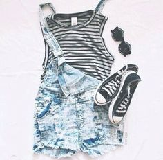 Love the outfit but I would not wear the sunglasses