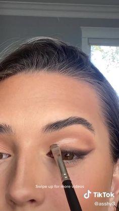 Makeup Tutorial Eyeliner, Makeup Looks Tutorial, Eyebrow Makeup, Skin Makeup, Eyeshadow Makeup, Smokey Eyeshadow, Eye Tutorial, Makeup Eye Looks, Pretty Makeup