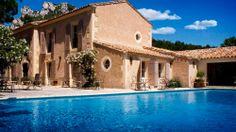 Benvengudo a Les Baux-de-Provence Francia | Splendia - http://pinterest.com/splendia/