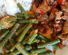 Altijd lekker, de 'klassieke' sambal goreng boontjes. Dit recept komt uit het onvolprezen 'Groot Indonesisch Kookboek' van Beb Vuyk.