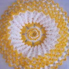 No pattern but there is a vide Mandala Au Crochet, Crochet Motifs, Crochet Chart, Thread Crochet, Crochet Stitches, Crochet Dollies, Crochet Flowers, Crochet Lace, Doily Patterns