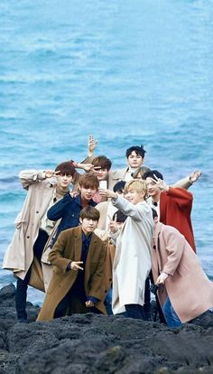 Wanna One in the beach😊😊😍😍😍😘😘 Jinyoung, Ong Seung Woo, Guan Lin, Produce 101 Season 2, Kim Jaehwan, Ha Sungwoon, Korean Boy Bands, Fandom, My Youth