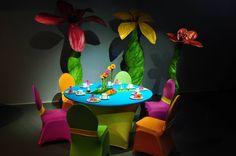 Stuhlhussen und Bankketthussen in bunten Farben