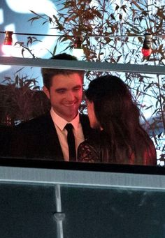 Kristen Stewart Photo - Kristen Stewart and Robert Pattinson Cuddle at Cannes