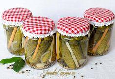 Castraveti bulgaresti in otet – reteta video via @JamilaCuisine Canning Pickles, Romanian Food, Romanian Recipes, Preserves, Vegetarian Recipes, Food And Drink, Favorite Recipes, Vegetables, Cooking