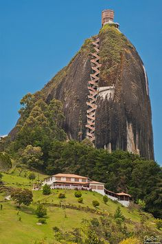 La Piedra Del Peñol (Guatapé Rock),is a 70 million yr old monolithic formation located at Guatapé,(86km N.E of Medellín,2 hrs by bus) in Antioquia.It rises from the bottom of the hydroelectric dam of Peñol-Guatapé.It is a border landmark between farms & cities.It has an elevation of 2,135 m above sea level & has an av temp of 18°C (64 °F). One rock break,was used for the 659 stairs that can be used to go to the top