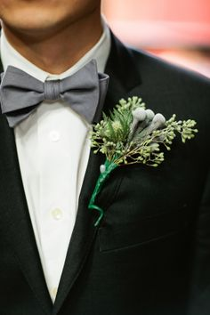 lush boutonniere for the groom // photo by Shannen Norman // boutonniere by Alisan Florist