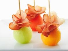 Freybe Gourmet Foods Ltd - Recipes - Schinkenspeck Melon Balls Finger Food Appetizers, Appetizers For Party, Finger Foods, Appetizer Recipes, Fingerfood Party, Good Food, Yummy Food, Snacks Für Party, Keto Snacks