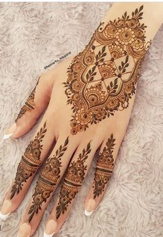 When you are looking for trying something new and got bored with traditional mehndi designs then you should try these amazing Chinese mehndi designs Pretty Henna Designs, Finger Henna Designs, Henna Art Designs, Mehndi Designs For Girls, Mehndi Designs For Beginners, Modern Mehndi Designs, Mehndi Design Pictures, Mehndi Designs For Fingers, Latest Mehndi Designs