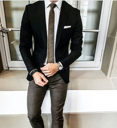Do you know what to wear on your business meeting then you are at the right place! read our article about Business Casual for Men Attire ! Blazer Outfits Men, Blazer Fashion, Mens Fashion Suits, Mens Suits, Gentleman Mode, Gentleman Style, Business Casual Men, Men Casual, Terno Slim