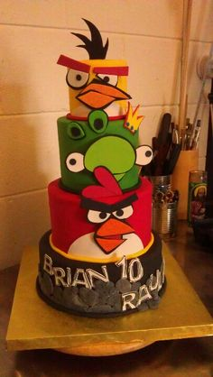 Angry birds cake, scaled down for Aiden :)... coming up!