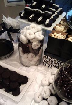 all white party Birthday Party Ideas For Adults Black And White Dessert Tables Ideas For 2019 White Dessert Tables, White Desserts, Black Dessert, Classic Desserts, Party Desserts, Candy Table, Candy Buffet, Dj Marshmello, Black White Parties