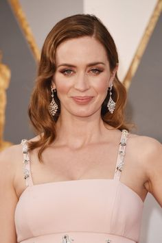Pin for Later: Zoom Sur Tous les Beauty Looks des Oscars Emily Blunt