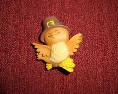 VINTAGE HALLMARK THANKSGIVING AUTUMN PILGRIM TURKEY BIRD LAPEL PIN