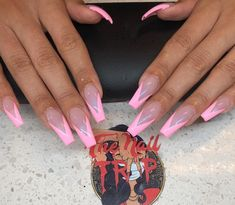 On average, the finger nails grow from 3 to millimeters per month. If it is difficult to change their growth rate, however, it is possible to cheat on their appearance and length through false nails. Aycrlic Nails, Dope Nails, Swag Nails, Pink Acrylic Nails, Acrylic Nail Designs, Pink Nails, French Tip Acrylic Nails, French Nails Elegant, Long French Tip Nails
