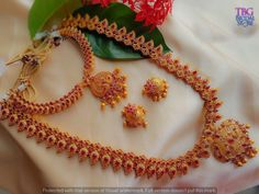 Are you looking for bridal jewellery on rent online? Get south Indian bridal jewellery sets for rent at TBG Bridal Store and look like a queen on your wedding day. South Indian Bridal Jewellery, Bridal Stores, Queen, On Your Wedding Day, Crochet Necklace, Gold, Crochet Collar, Show Queen