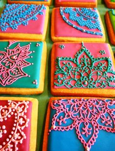 STUNNING mehndi inspired sugar cookies.  so gorgeous.