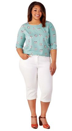 671d42985e06c Flattering Shorts for Curvy Girls - Curvy Guide. Sandcastle Stylist Capri  Jeans in White - Plus Size.