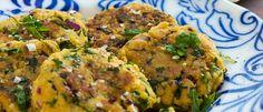Kikärtsbiffar med myntayoghurt och tomatröra med mathavre.