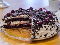 Kann man nicht nur im Herbst essen, spricht aber auch nichts dagegen es zu tun, oder besser: das Foto spricht eindeutig dafür! Simones leckere Schwarzwälder-Kirschtorte.