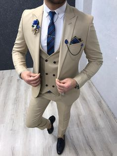 GentWith Lancaster Cream Slim Fit Suit-Collection: Spring – Summer 2020 Product: Slim-Fit Suit Color Code: Cream Size: Suit Material: polyester, viscose, lycra Machine Was Blazer Outfits Men, Mens Fashion Blazer, Stylish Mens Outfits, Suit Fashion, Best Suits For Men, Cool Suits, Cream Suits For Men, Men's Suits, Grey Suits